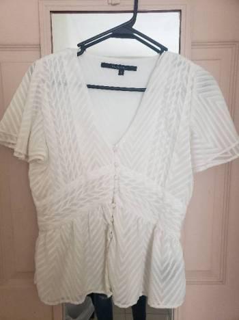 Foto Carousel Producto: Blusa blanca ajuste en cintura GoTrendier