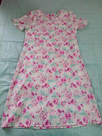 Foto Carousel Producto: Vestido con diseño de flores GoTrendier