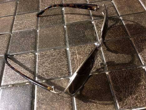 Foto Carousel Producto: Gafas doradss con detalles a los lados GoTrendier