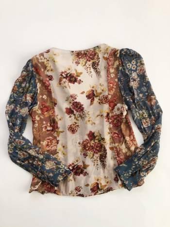 Foto Carousel Producto: Blusa semitraslucida floreada GoTrendier