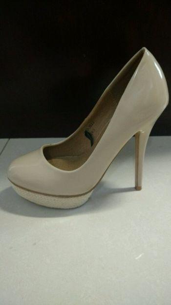 Foto Carousel Producto: Zapatos de tacón color beige  GoTrendier