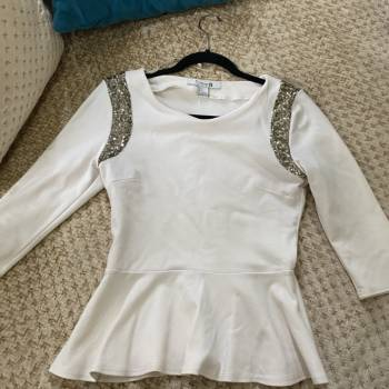 Foto Carousel Producto: Blusa con mangas brillosas  GoTrendier