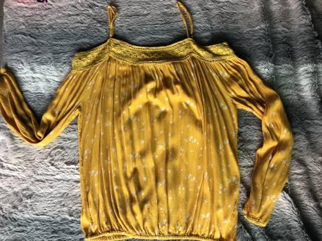 Foto Carousel Producto: Blusa semi-trasparente amarilla GoTrendier