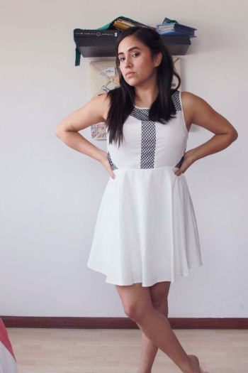 Foto Carousel Producto: White Skater Dress GoTrendier