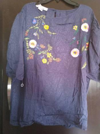 Foto Carousel Producto: Blusa con bordado en frente  GoTrendier