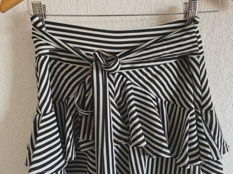 Foto Carousel Producto: Falda olanes cinta moño rayas  GoTrendier