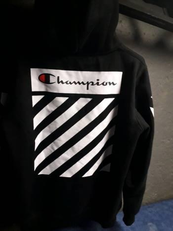Foto Carousel Producto: Sudadera negra de Champion GoTrendier