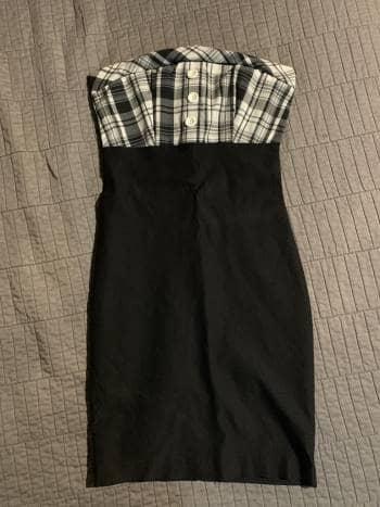 Foto Carousel Producto: Vestido strapless negro con cuadros GoTrendier