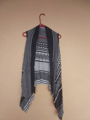 Foto Carousel Producto: Chaleco tejido tribal  GoTrendier