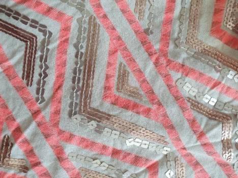 Foto Carousel Producto: Falda blaca con detalles rosas  GoTrendier