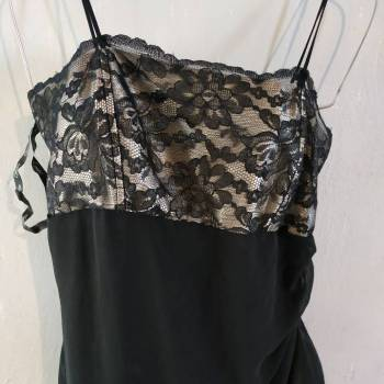 Foto Carousel Producto: Vestido con  encaje  y caida en olan bei GoTrendier