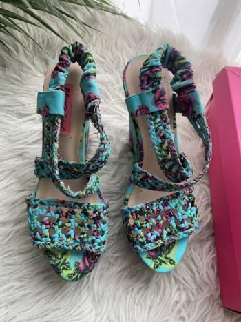 Foto Carousel Producto: Sandalias tela flores GoTrendier