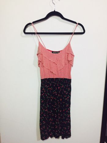 Foto Carousel Producto: Vestido de rayas y cerezas rojo con azul marino GoTrendier