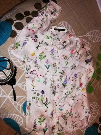 Foto Carousel Producto: Blusa floreada Zara GoTrendier