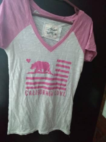 Foto Carousel Producto: Blusa blanca con rosa con bonito diseño GoTrendier