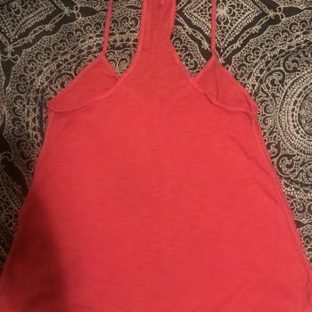Foto Carousel Producto: Blusa rosa de tirantes con botones GoTrendier