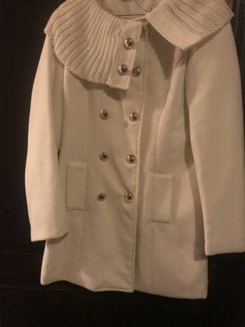Foto Carousel Producto: Abrigo con botones como nuevo GoTrendier