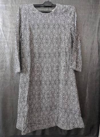 Foto Carousel Producto: Vestido corte A blanco con negro GoTrendier