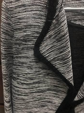 Foto Carousel Producto: Blazer de tela blanco con negro GoTrendier