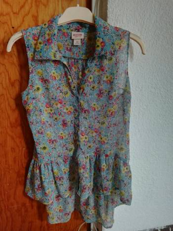 Foto Carousel Producto: Blusa con flores  GoTrendier