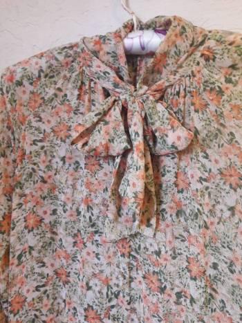 Foto Carousel Producto: Vestido florecitas beige GoTrendier