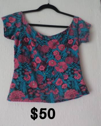 Foto Carousel Producto: Blusa de flores al hombro GoTrendier