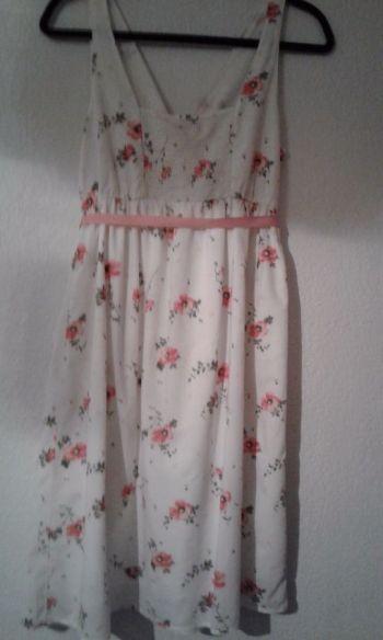 Foto Carousel Producto: Vestido con flores GoTrendier