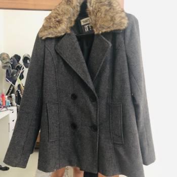 Foto Carousel Producto: Abrigo gris obscuro corto GoTrendier