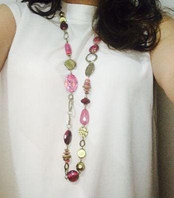 Foto Carousel Producto: Collar dorado con morado y rosa GoTrendier