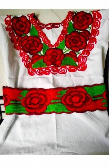 Foto Carousel Producto: Blusa blanca bordada L, PROMO 2X400 GoTrendier
