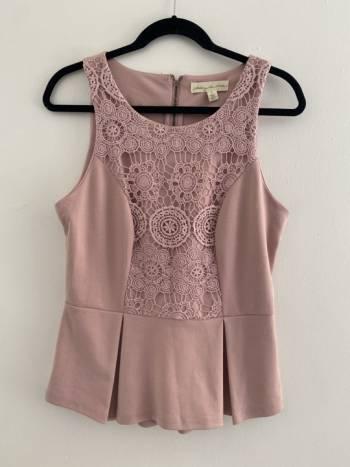 Foto Carousel Producto:  Blusa peplum rosa GoTrendier