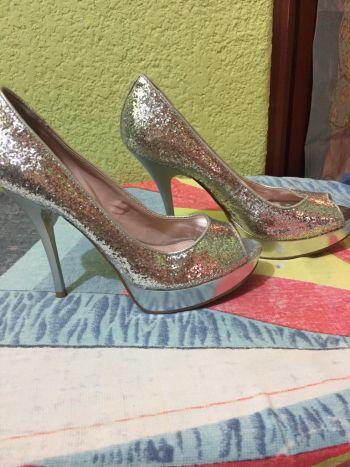 Foto Carousel Producto: Zapatillas de glitter plateado GoTrendier