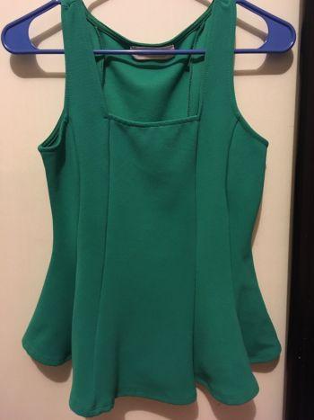 Foto Carousel Producto: Blusa corta con voladito  :) GoTrendier