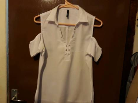 Foto Carousel Producto: Bonita blusa blanca  mediana GoTrendier