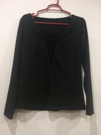 Foto Carousel Producto: Blusa negra con escote en V GoTrendier