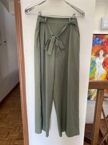Foto Carousel Producto: Pantalones palazzo color militar GoTrendier