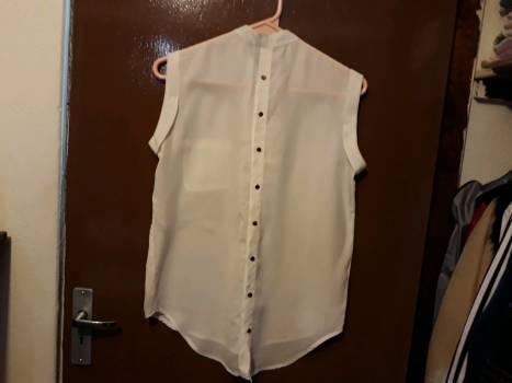Foto Carousel Producto: Bonita blusa de gasa beige chica GoTrendier