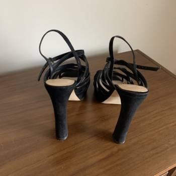 Foto Carousel Producto: Zapatilla negra marca Mango GoTrendier