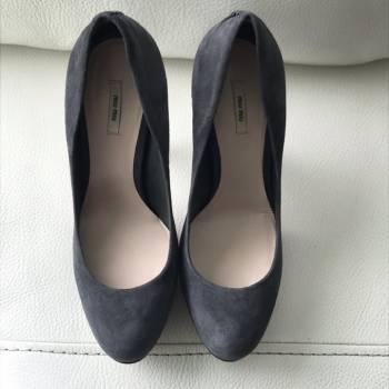 Foto Carousel Producto: Zapatillas de plataforma de ante gris GoTrendier