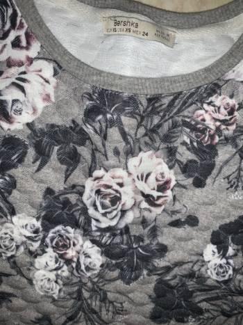 Foto Carousel Producto: Sueter bershka flores  GoTrendier