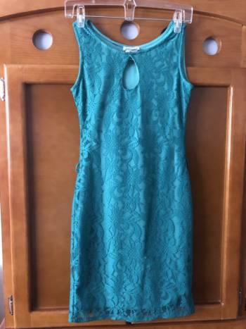 Foto Carousel Producto: Vestido verde de encaje  GoTrendier