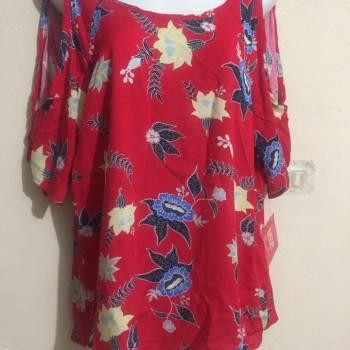 Foto Carousel Producto: 2 x 1 blusas floreadas GoTrendier