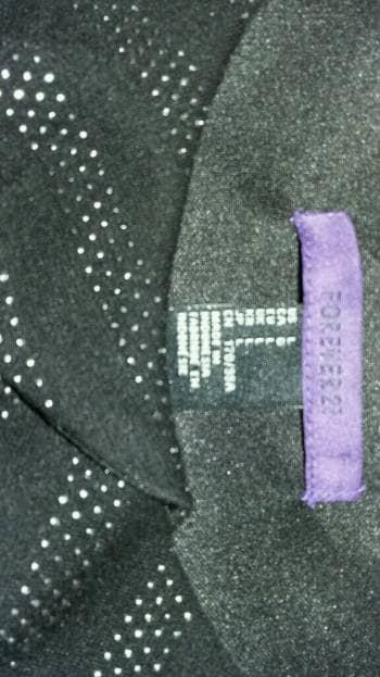 Foto Carousel Producto: Vestido negro con puntos plateados. GoTrendier