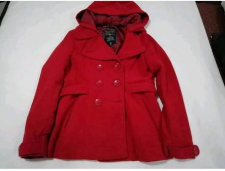 Foto Carousel Producto: Abrigo saco rojo gorro desmontable GoTrendier