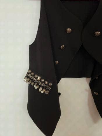 Foto Carousel Producto: Chaleco negro con piedras GoTrendier
