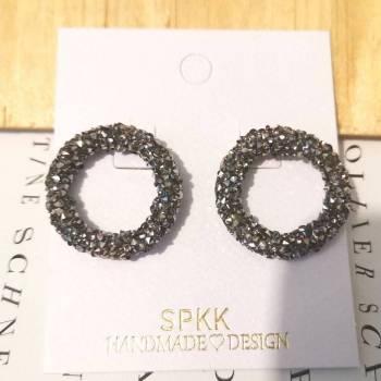Foto Carousel Producto: Aretes gris círculo negro con gris  GoTrendier