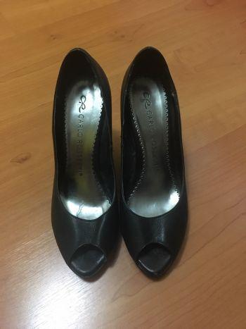 Foto Carousel Producto: Zapatos negros con punta descubierta GoTrendier