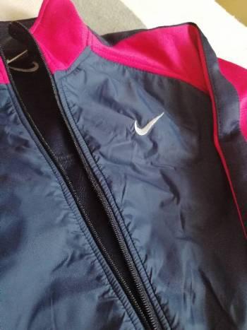Foto Carousel Producto: Chamarra Nike GoTrendier