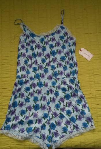 Foto Carousel Producto: Romper azul con flores GoTrendier