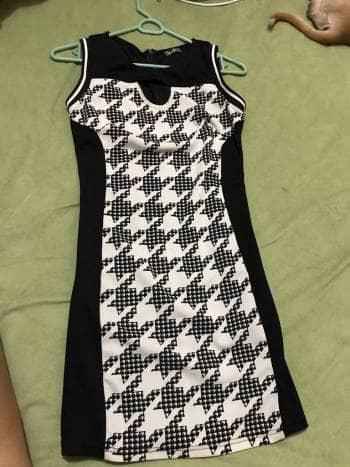 Foto Carousel Producto: Vestido negro con estampados Studio F GoTrendier